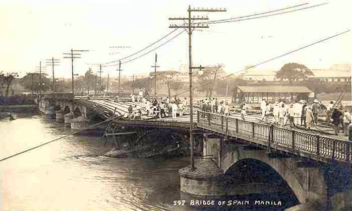 Bridge of Spain damaged in the flood of 1914.
