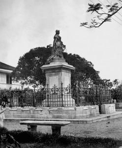 Queen Isabella statue