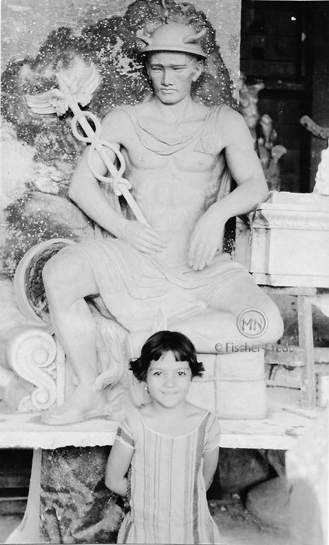 Credo-Mercury statue-unkn girl-m
