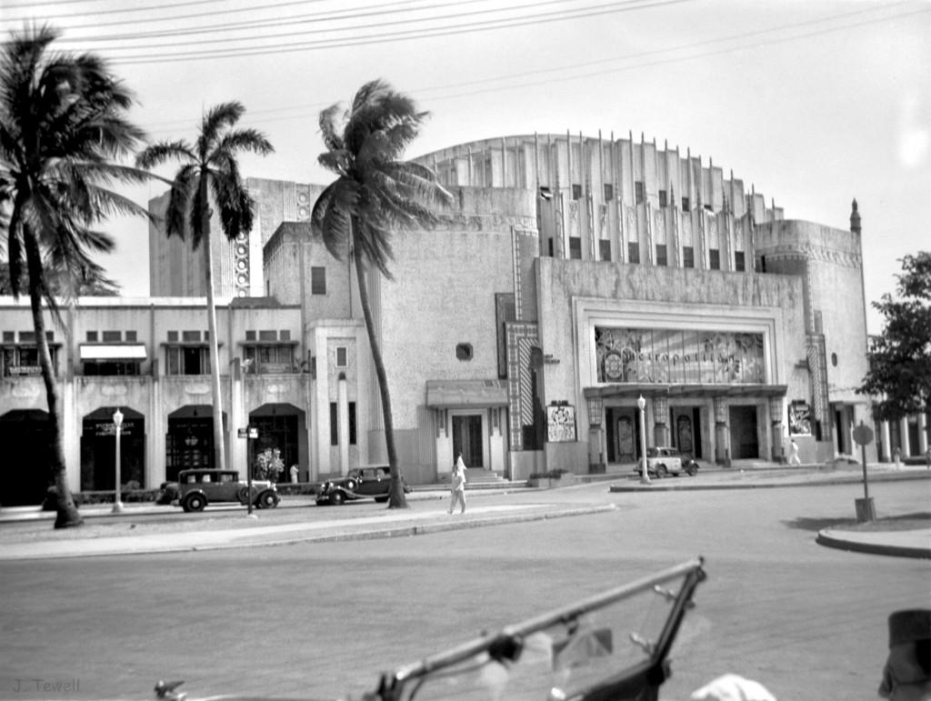 Metropolitan Theater facade by Kraut -1932