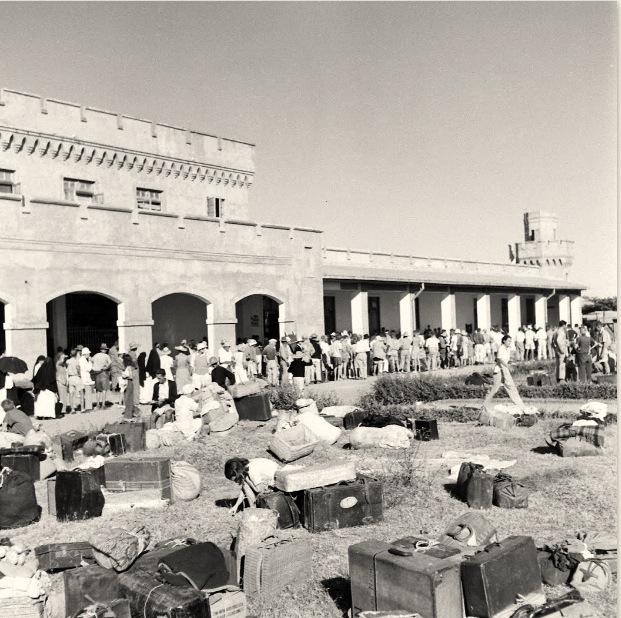 Long line of internees at Bilibid waiting to register.  [Life ©Mydans]