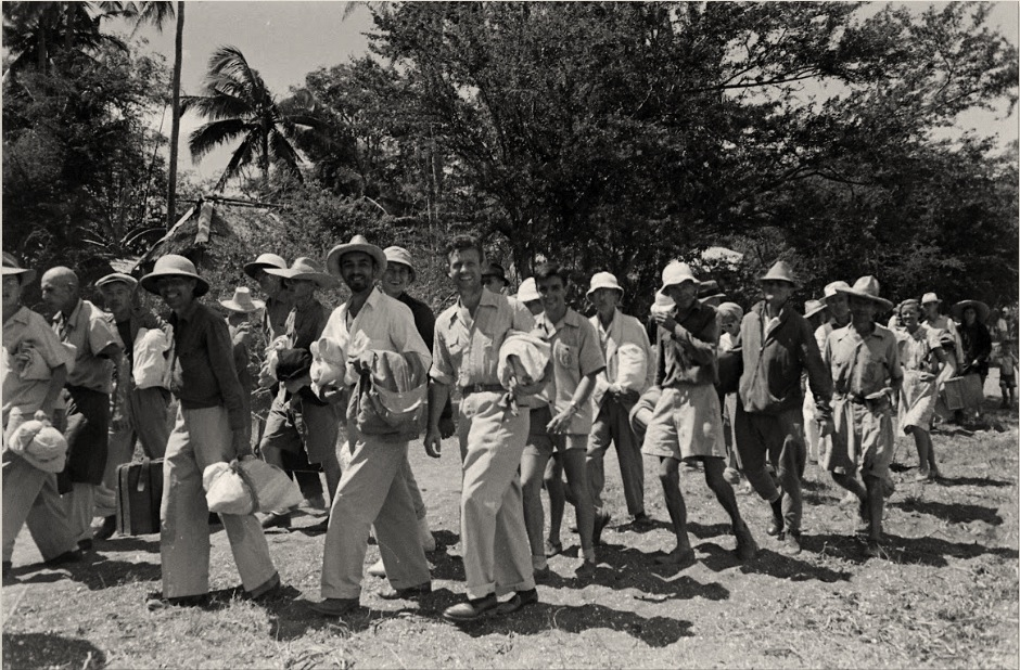 Los Baños evacuation -internees walk to freedom [LIfe ©Mydans]