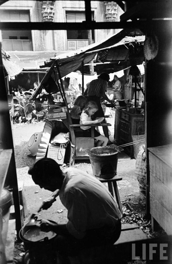 STIC-children eating in shanty