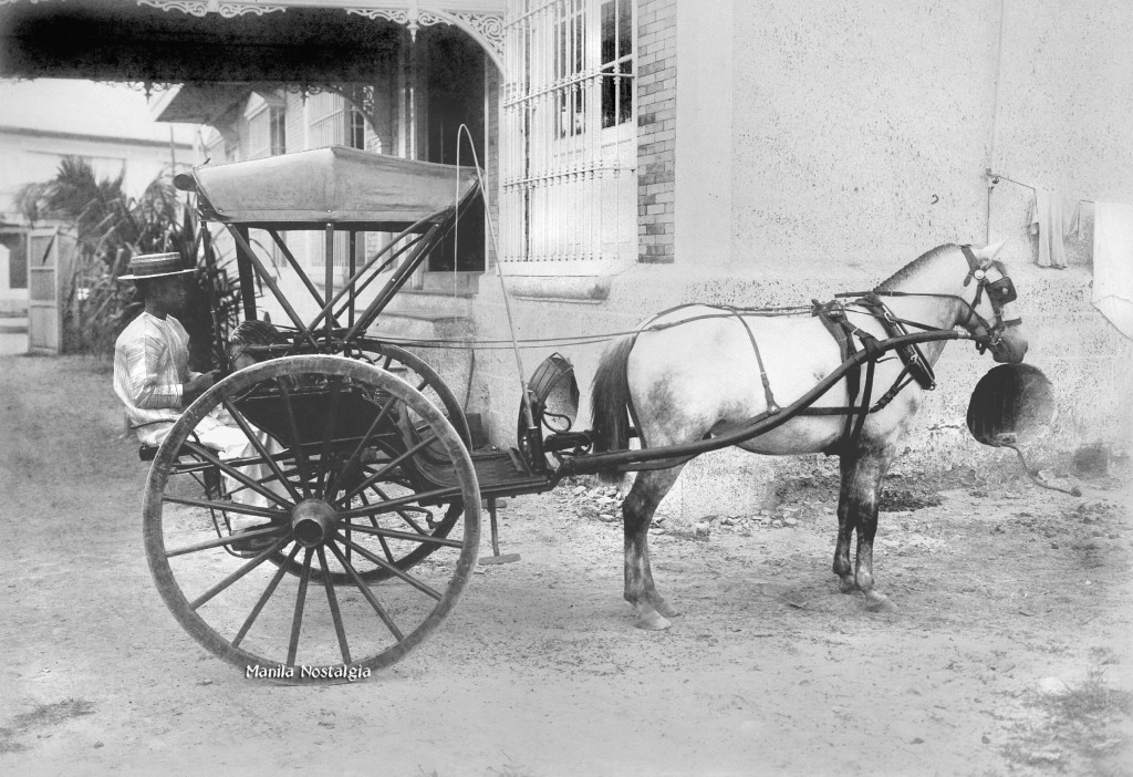 Calesin awaiting passengers by the Hotel Oriente - 1900.