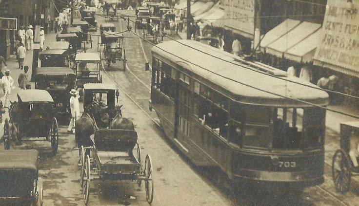 Electric tranvia going down the narrow Escolta-1920 (courtesy Andi DesideRio)