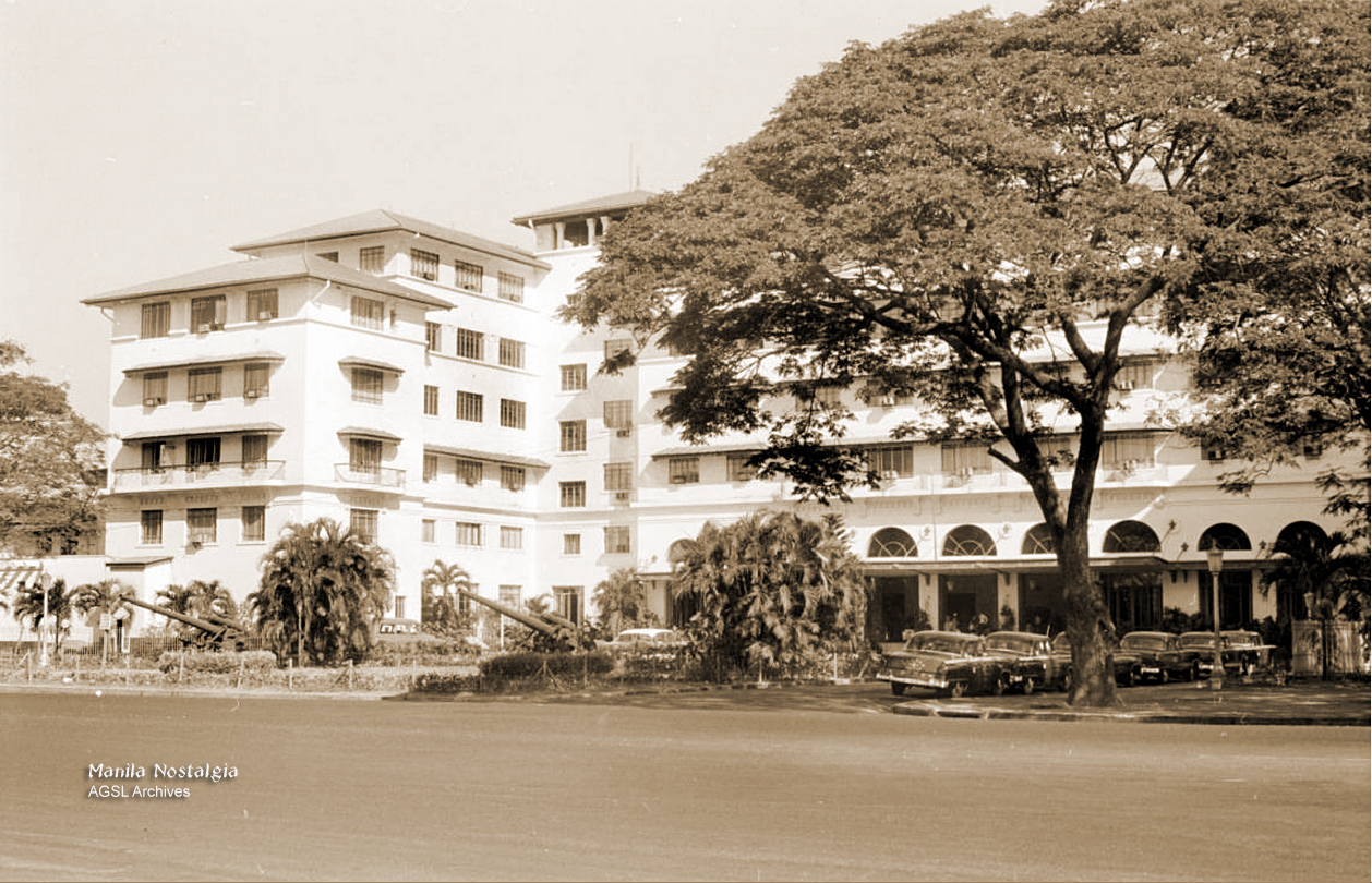 AGSL Archives-Manila Hotel entrance-1950s (AGSL Archives)