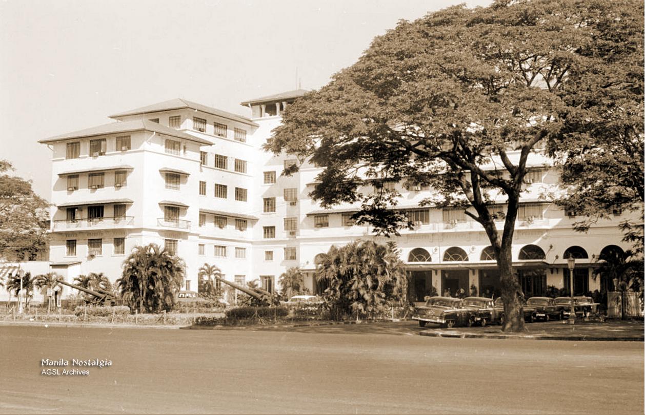 AGSL Archives-Manila Hotel entrance-1950s (AGSL Archives)