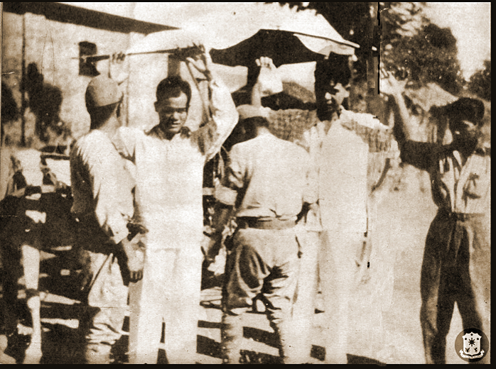 Japanese frisking Filipinos (courtesy Presidential Library)