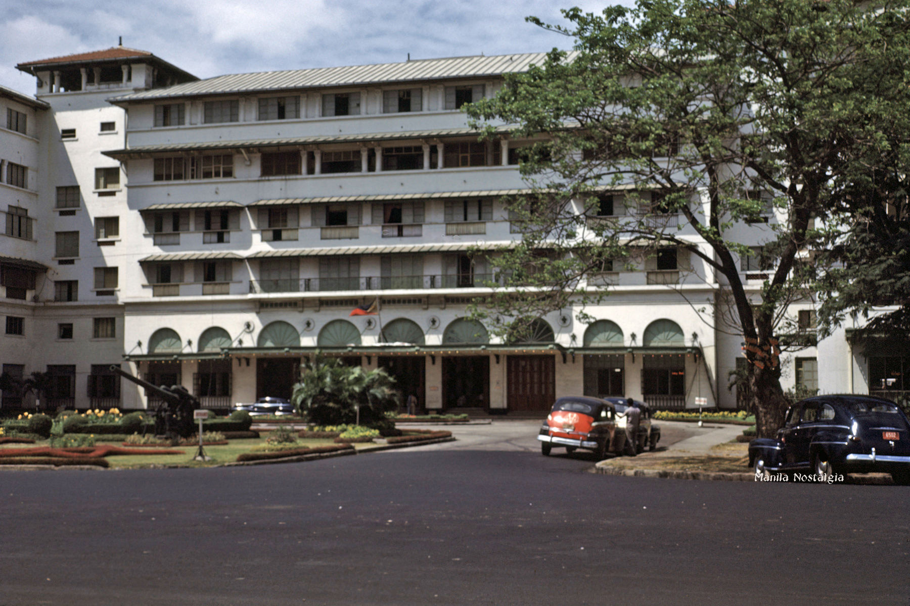 Completely restored, the Manila Hotel glistened once again - 1948
