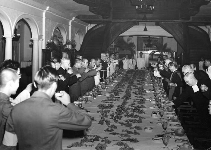 Prime Minister Tojo and Catholic clergy at Manila Hotel-1942 (courtesay Fred Baldassarre)