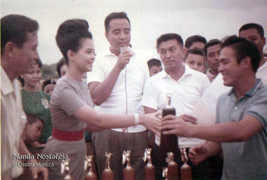 Robert Smith winning award with Dodgie-1963 (courtesy Cristina Moricca)